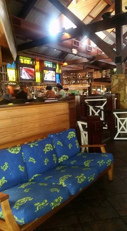 Bahama Breeze: Open & tropical decor.