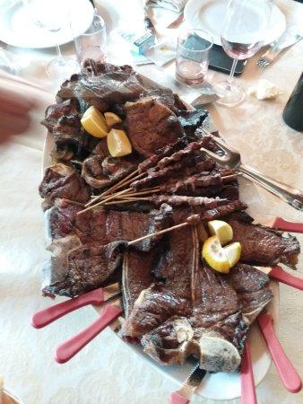 Leonessa, Italien: grigliata mista