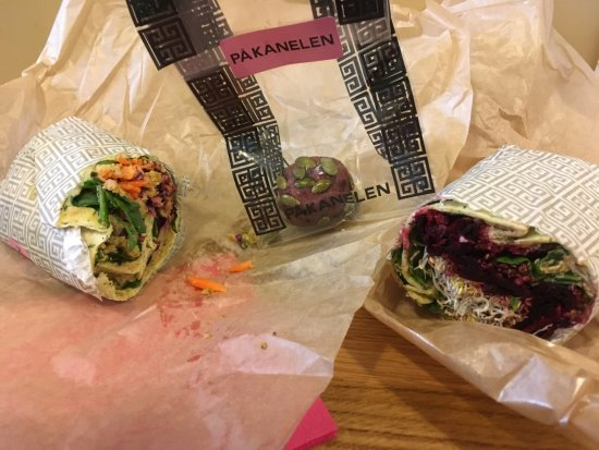 Saluhallen : Yoga wrap, falafel wrap, raspberry ball