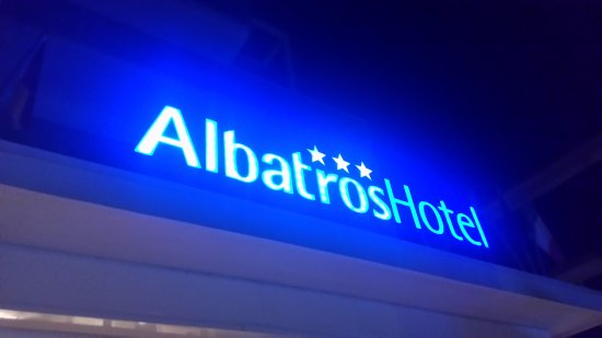 Hotel Albatros: Insegna luminosa all'entrata