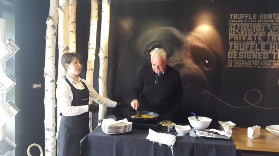 Buzet, Κροατία: Preparing specialitises with truffles