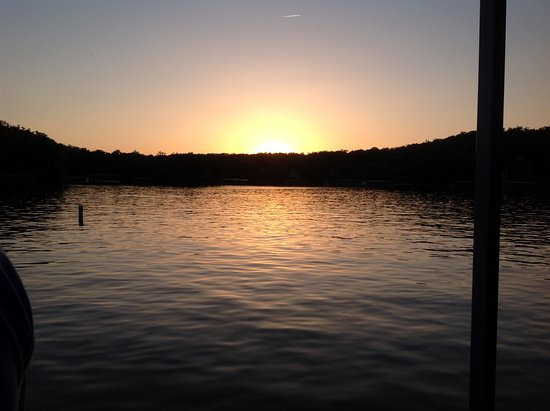 lake ozark men The ozarks, also referred to as the ozark mountains and ozark plateau, is a physiographic region in the us states of arkansas,  the lake of the ozarks,.