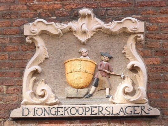 Musée historique d'Amsterdam : Door head stone from a pot maker shop