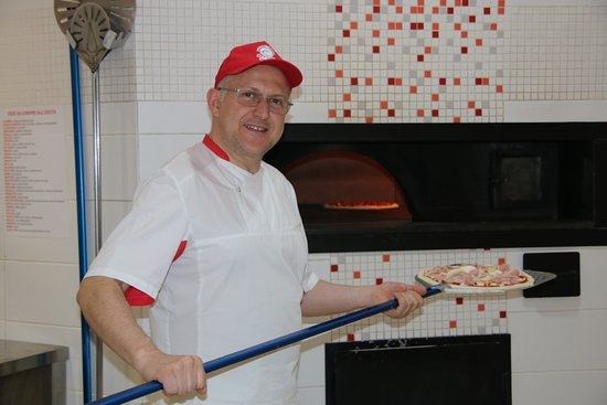 Owner Nicola making his award-winning pizza.