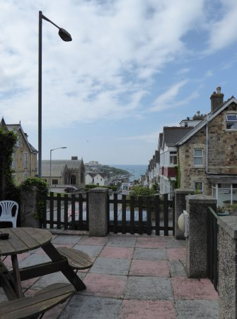 The Glendeveor: Outside seating area