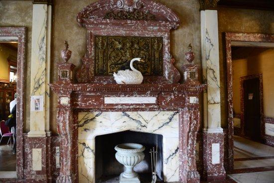 Afton, VA: Entranceway fireplace