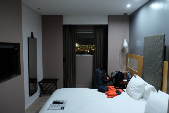 Protea Hotel by Marriott OR Tambo Airport: The room, airport just outside