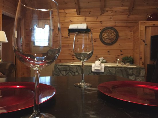 Mountainaire Inn and Log Cabins:  Perfect place for a romantic getaway