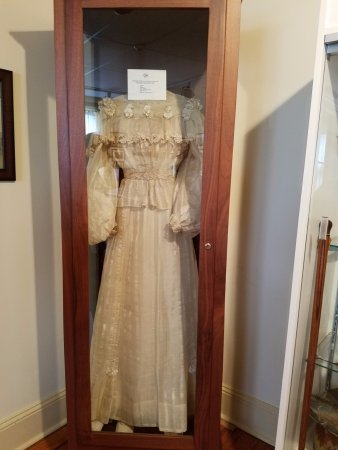 Lititz, เพนซิลเวเนีย: A wedding dress worn many years ago.