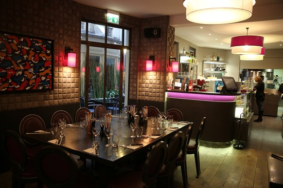 PARIS 17°. Restaurant \'Bistrot d\'Italie\'. Salle moderne et le bar ...
