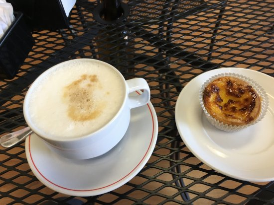 Artesia, Californien: Cappuccino and Qualjadas