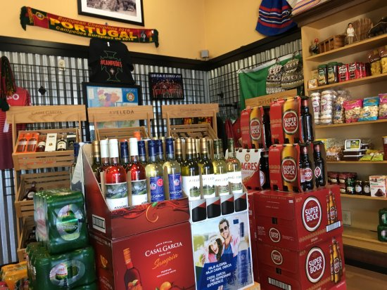Artesia, Californien: Import Wines and Beers