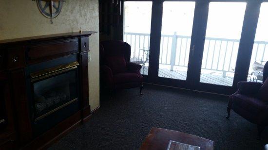 Snug Harbor Inn: Fireplace was great