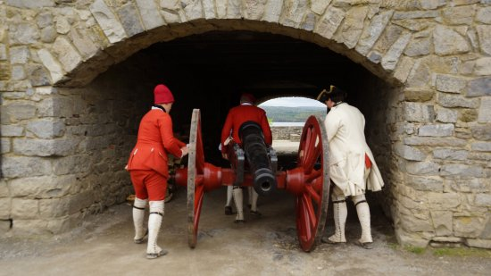Ticonderoga, NY: Getting cannon ready for demonstration