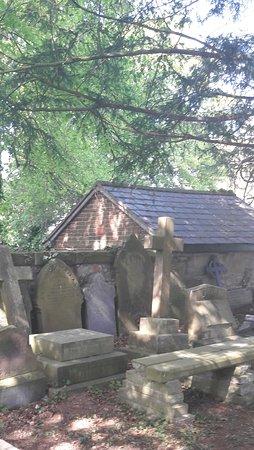 Rossett, UK: Graves