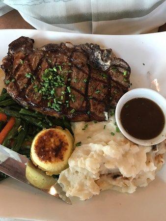 Si Bon : Steaks with peppercorn .