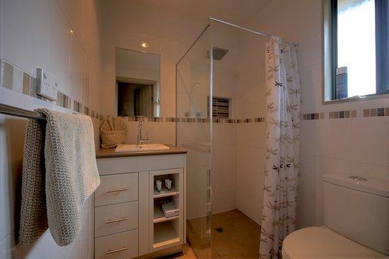 Parndana, ออสเตรเลีย: Fresh modern bathrooms