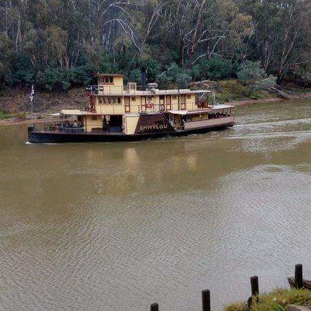 Moama Riverside Holiday & Tourist Park: Emmylou on the Murray River