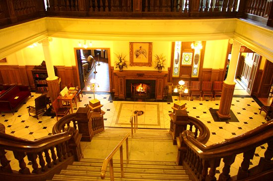 Boldt Castle and Yacht House: The grand staircase