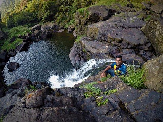 Bomburu Ella Waterfall: Best place to take a gorgeous photo