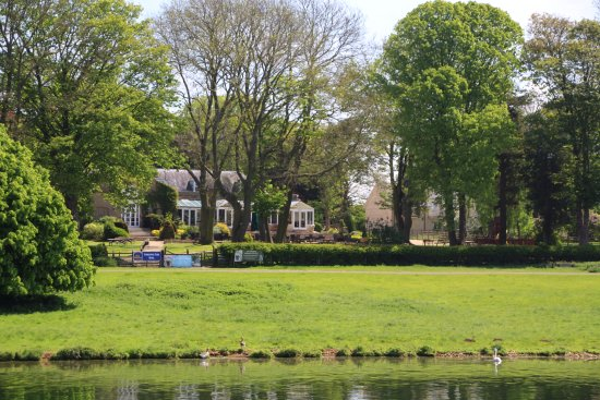 Normanton, UK: View of hotel from the lake.