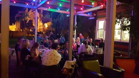 Clancy's Fish Pub Fremantle: Outside dining