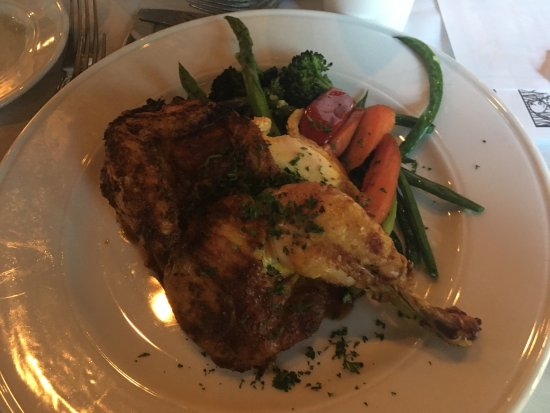 Marigold Cafe & Bakery: Chicken with a side of roasted vegetables