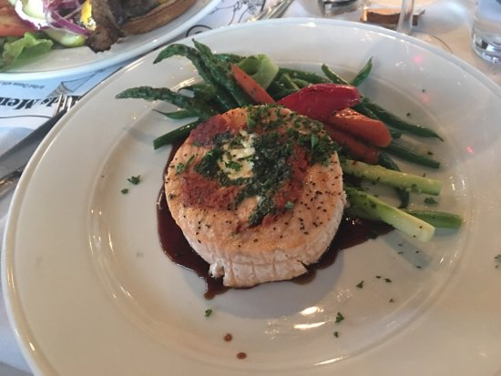 Marigold Cafe & Bakery: Salmon with vegetables