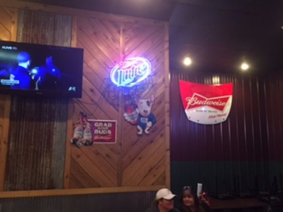 Decatur, AR: Lots of televisions to watch