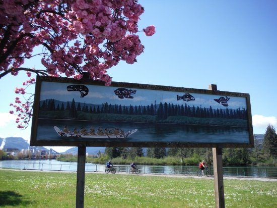 Порт-Алберни, Канада: WHALING CANOE ART MURAL