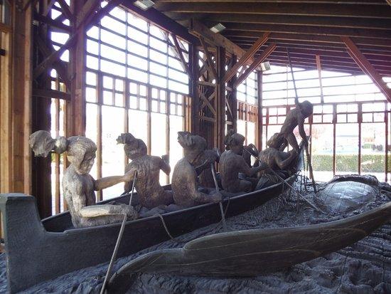Порт-Алберни, Канада: Whaling Canoe Sculpture