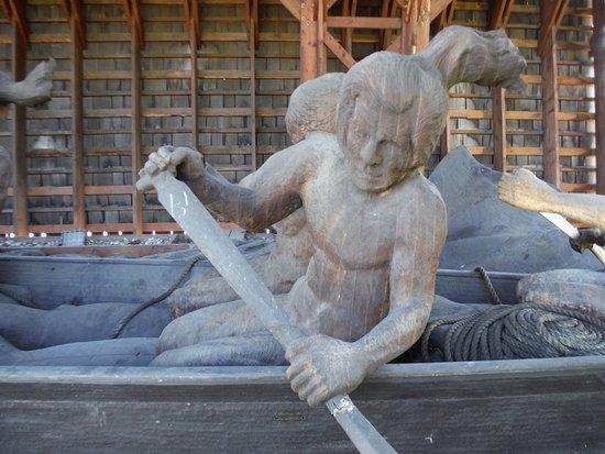 Порт-Алберни, Канада: Whaling Canoe Sculpture CLOSEUP
