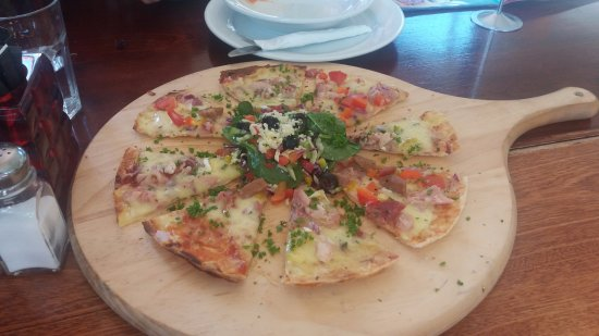 West Melton, New Zealand: $30 for this pizza for two? And it was only lukewarm.
