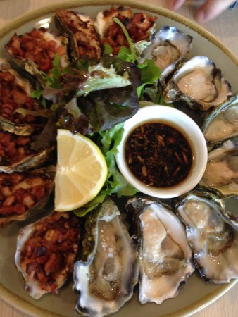 Oatley, Australia: Oysters natural and Kilpatrick