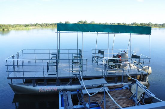 Rundu, Namibya: Boat for river trips.