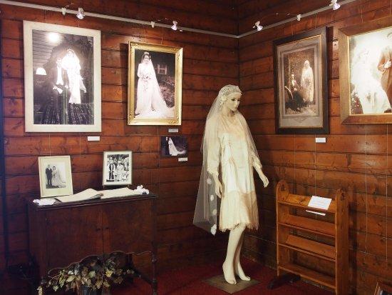 Waratah, Austrália: Gallery interior with wedding exhibition. Exhibitions change regularly.