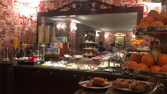 Hotel Francois 1er: breakfast buffet ,small but very delicious :)
