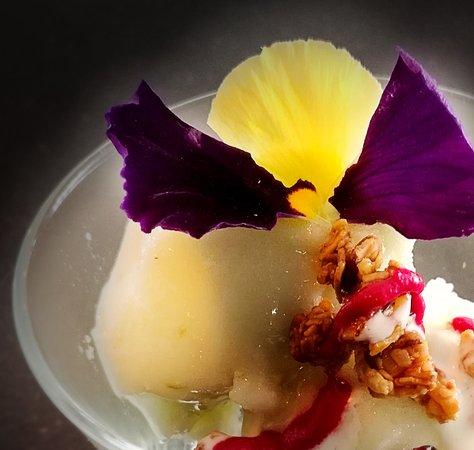 Artisan vanilla ice-cream with edible flowers  - Picture of Galatea
