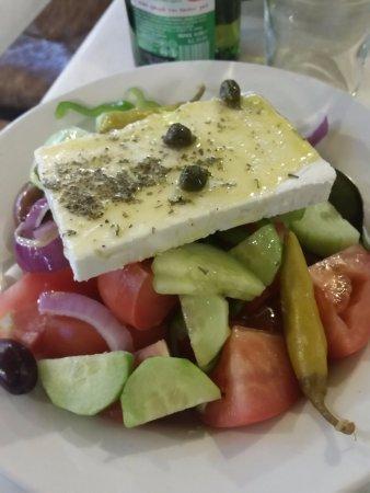 Εστιατόριο Σχολαρχείον: Una ricca insalata greca