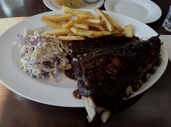 Whangaparaoa, New Zealand: Half rack ribs