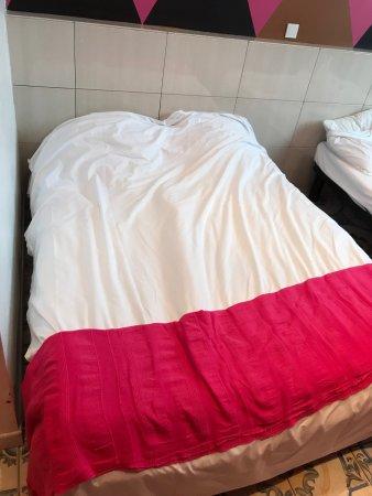 Chambre d\'hôtel avec salle de bain privative. Hôtel plutôt propre ...