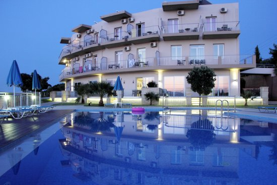 Renieris Hotel: Pool and Exterior
