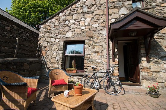 Foxdale, UK: Bring your bike, we have a lockable bike shed, washing facilities and surrounded by bike tracks.