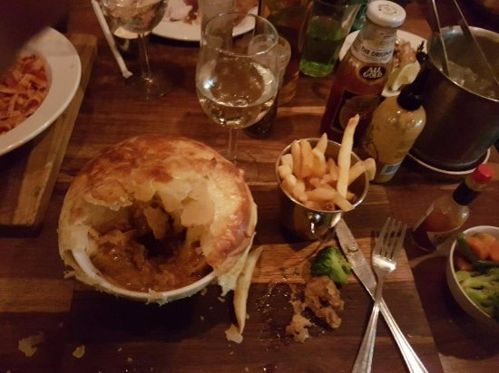 Kloof, South Africa: spicy beef pie and chips