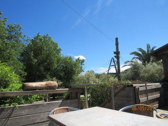Canyoning Park: Bar et vue sur la tour de l'extrême