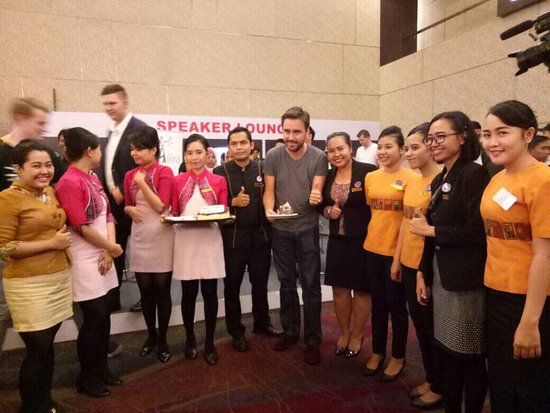 Grand Clarion Hotel & Convention Makassar: Thanks buat mba-mba cantik yang udah ikut surprisein Mr. Axel....semangat kerjanya mba😃😃😃👍👍