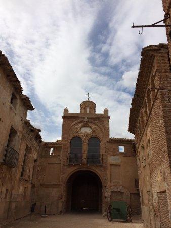 Belchite: Puerta principal desde dentro