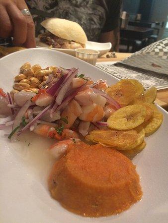 Ceviche peruano y Sanguchon de cerdo asado. Deliciosos
