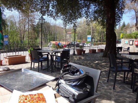 Chiusi della Verna, Ιταλία: Nice outdoor area with seats