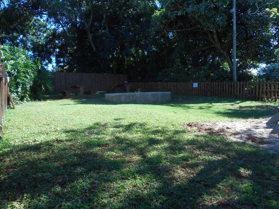 Mtunzini, South Africa: Grass area to the side for kids